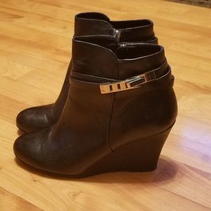 CHINESE LAUNDRY | Unleash leather wedge bootie